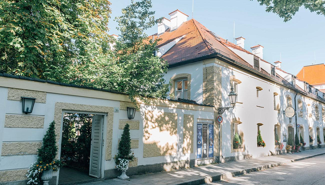 Biergarten in der Schlosswirtschaft Schwaige, München